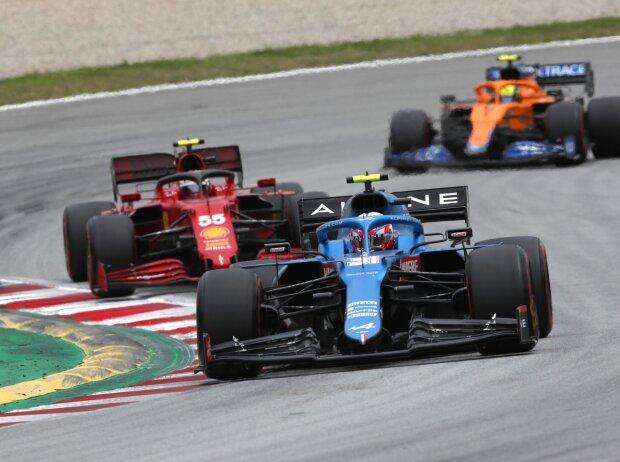 Esteban Ocon, Carlos Sainz, Lando Norris: Formel-1-Autos von Alpine, Ferrari und McLaren beim Spanien-Grand-Prix der Formel 1 2021 in Barcelona