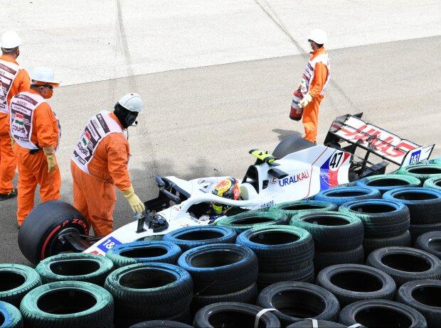 Mick Schumacher (Haas) verunfallt im dritten Freien Training beim Formel-1-Rennen in Budapest