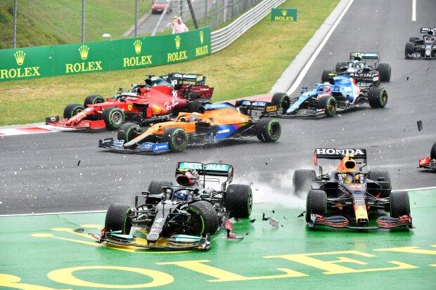 Valtteri Bottas Sergio Perez Red Bull Red Bull F1 ~Valtteri Bottas (Mercedes) und Sergio Perez (Red Bull) ~