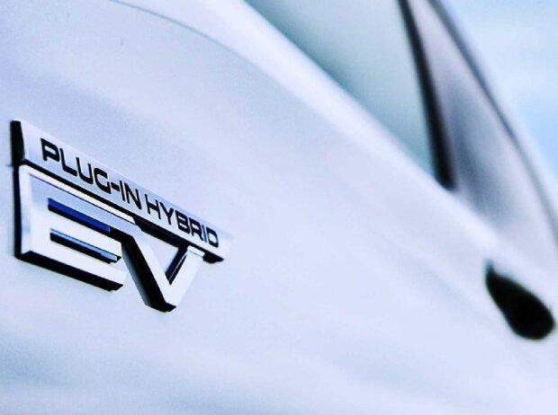 2023 Mitsubishi Outlander Plug-In Hybrid teaser