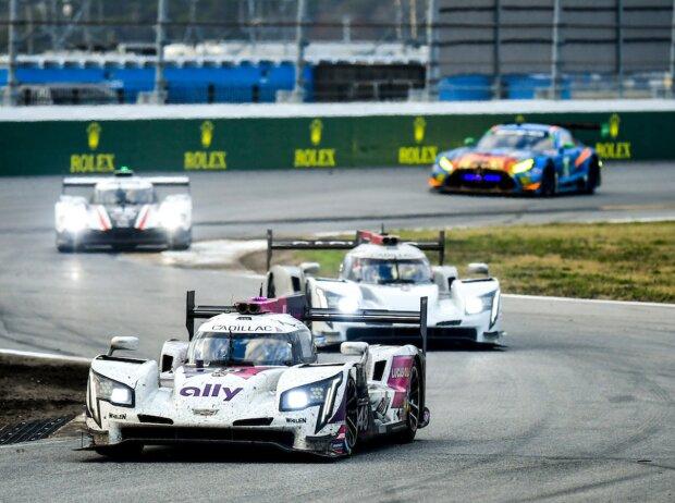 Rennfahrzeuge der IMSA-Serie beim 24-Stunden-Rennen von Daytona 2021