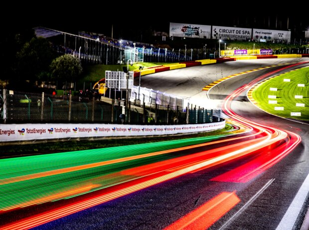 Renn-Action in der Nacht bei den 24h Spa 2021
