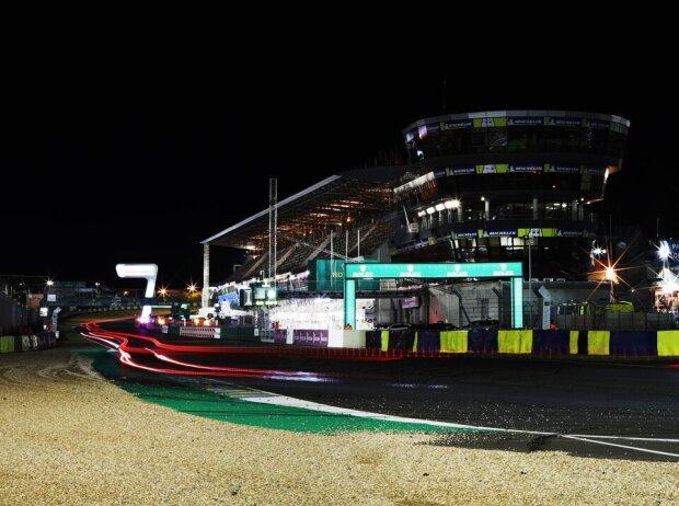 24h Le Mans, Boxengebäude