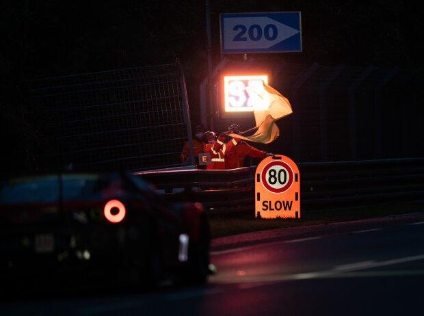 24h Le Mans, Streckenposten, Sportwarte, Marschalls, Slow Zone, Gelbe Flagge