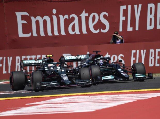 Sebastian Vettel (Aston Martin) vor Lewis Hamilton (Mercedes) beim Großen Preis von Ungarn 2021 in Budapest