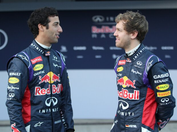 Daniel Ricciardo und Sebastian Vettel (Red Bull) vor der Fahrzeugpräsentation 2014 in Jerez