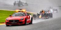 Max Verstappen im Red Bull, George Russell im Williams und Lewis Hamilton im Mercedes hinter dem Safety-Car beim Grand Prix von Belgien der Formel 1 2021 in Spa-Francorchamps