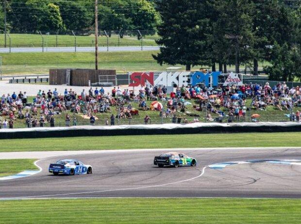 NASCAR-Action in der schnellen Schikane auf dem Indianapolis-Rundkurs