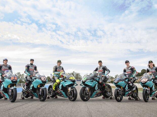 Gruppenfoto: Die Petronas-Teams der Saison 2021 in den WM-Klassen MotoGP, Moto2, Moto3