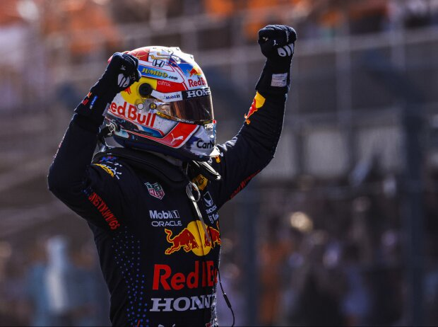 Max Verstappen (Red Bull) jubelt über seinen Sieg beim Grand Prix der Niederlande in Zandvoort 2021