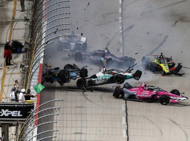 Massencrash beim Start zum zweiten IndyCar-Rennen 2021 auf dem Texas Motor Speedway