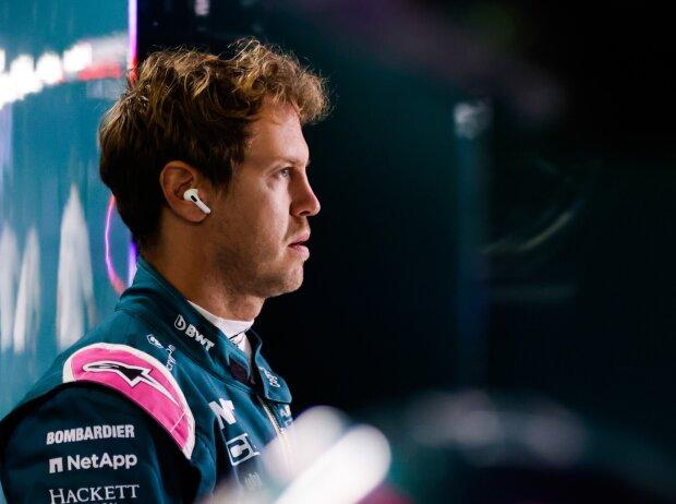 Sebastian Vettel (Aston Martin) in der Box