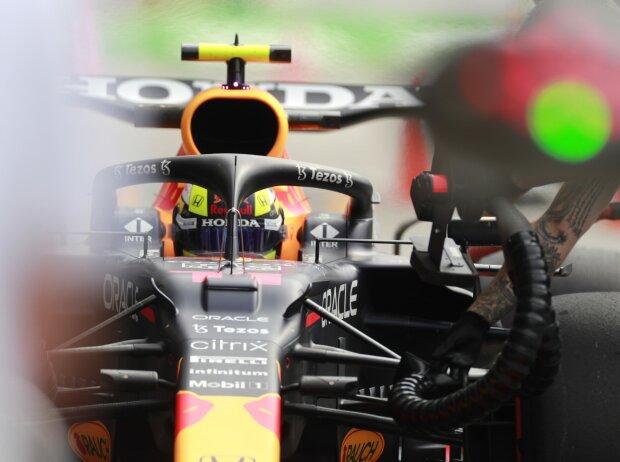 Sergio Perez im Red Bull RB16B in der Boxengassen beim Grand Prix von Italien der Formel 1 2021 in Monza