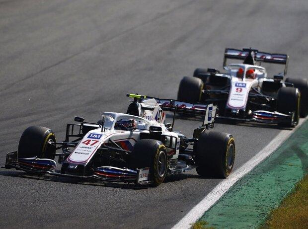 Mick Schumacher vor seinem Haas-Teamkollegen Nikita Masepin im Grand Prix von Italien der Formel 1 2021 in Monza