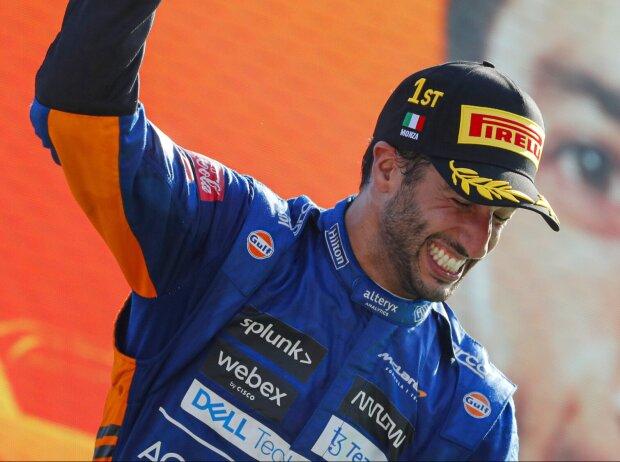 Daniel Ricciardo (McLaren) feiert seinen Sieg beim Grand Prix von Italien in Monza 2021