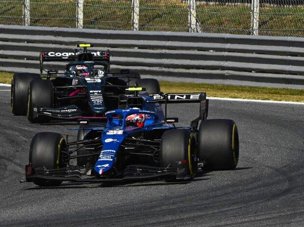 Esteban Ocon im Alpine vor Sebastian Vettel im Aston Martin im Grand Prix von Italien der Formel 1 2021 in Monza