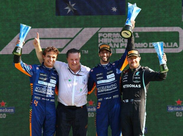 Die Siegerehrung beim Grand Prix von Italien in Monza 2021: Lando Norris, Zak Brown, Daniel Ricciardo, Valtteri Bottas