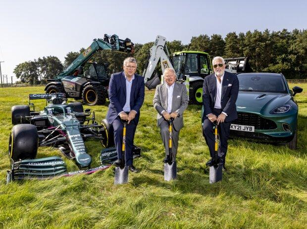 Otmar Szafnauer und Lawrence Stroll beim Spatenstich für die neue Formel-1-Fabrik des Aston-Martin-Teams in Silverstone