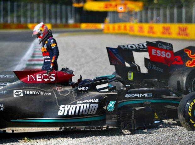 Lewis Hamilton (Mercedes) und Max Verstappen (Red Bull) nach ihrem Crash beim Grand Prix von Italien in Monza 2021