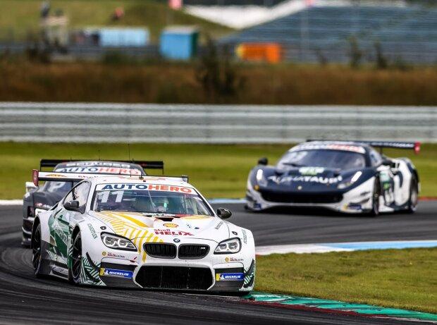 Marco Wittmann verteidigt sich im BMW gegen die starke Konkurrenz