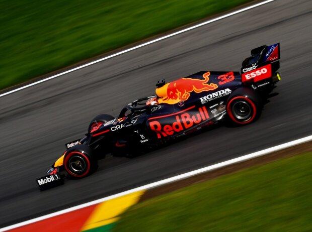 Max Verstappen (Red Bull RB16B) im Freien Training zum Formel-1-Rennen von Belgien in Spa-Francorchamps 2021