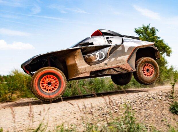 Audi RS Q e-tron bei Testfahrten vor der Rallye Dakar