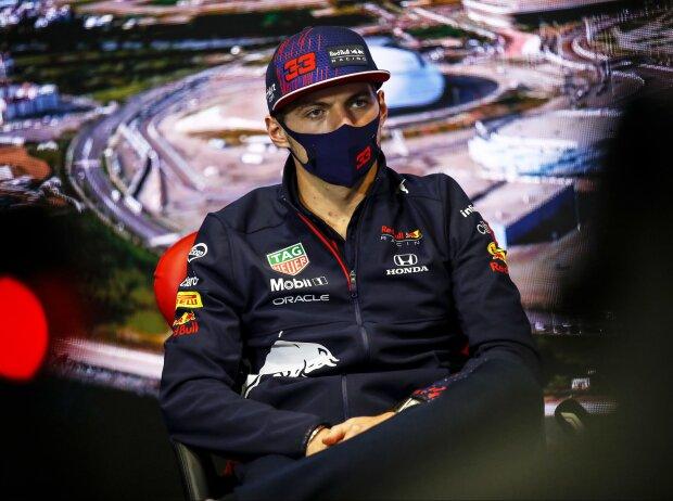 Max Verstappen (Red Bull) in der FIA-Pressekonferenz beim Medien-Donnerstag in Sotschi, Grand Prix von Russland 2021