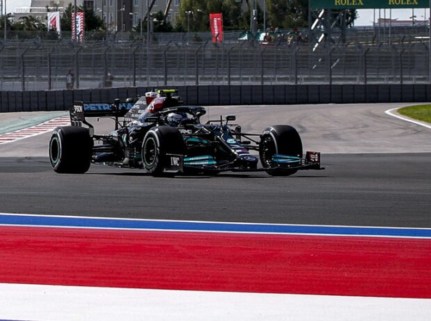 Valtteri Bottas (Mercedes) im ersten Freien Training zum Grand Prix von Russland in Sotschi 2021
