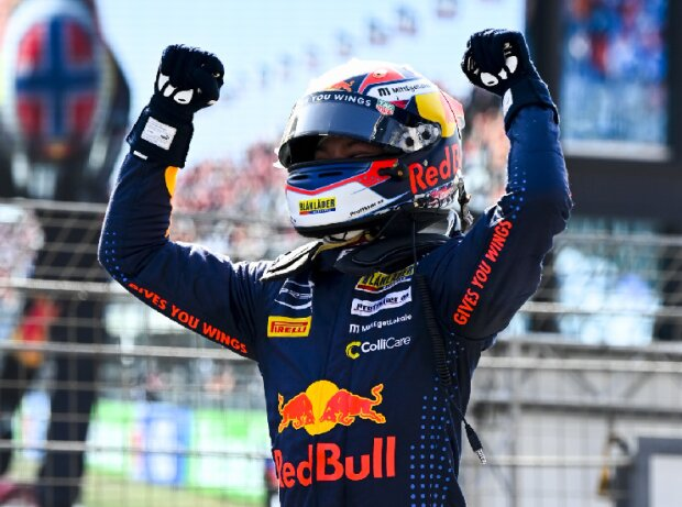 Dennis Hauger jubelt über seinen Sieg beim Rennen der Formel 3 in Zandvoort 2021