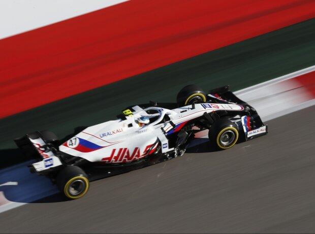 Mick Schumacher im Haas VF-21 im Freitagstraining zum Grand Prix von Russland der Formel 1 2021 in Sotschi