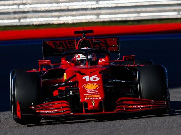 Charles Leclerc (Ferrari SF21) im Freien Training beim Formel-1-Rennen von Russland in Sotschi 2021