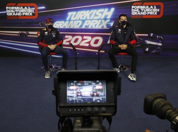 Max Verstappen und Alexander Albon 2020 in der Türkei in der Pressekonferenz