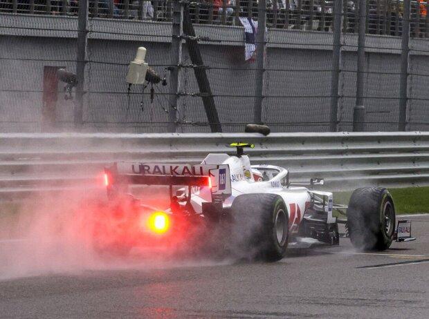 Mick Schumacher im Haas VF-21 im Regen im Qualifying zum Grand Prix von Russland der Formel 1 2021 in Sotschi