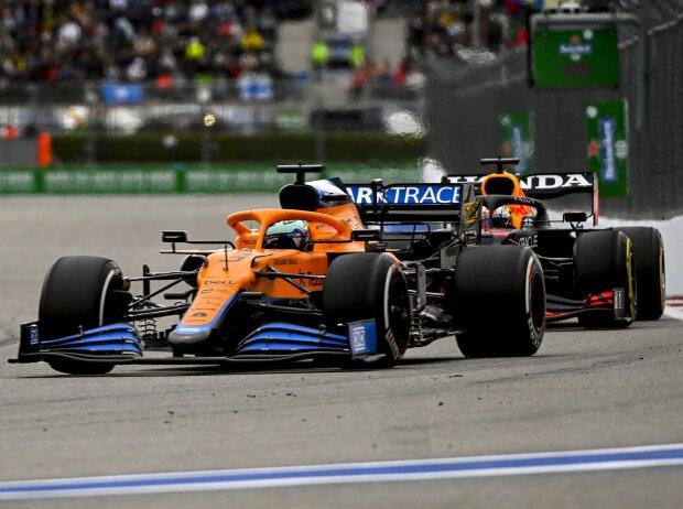 Daniel Ricciardo (McLaren) vor Max Verstappen (Red Bull) beim Russland-Grand-Prix 2021