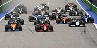 Formel-1-Start in Sotschi 2021: Vorne Lando Norris im McLaren und Carlos Sainz im Ferrari
