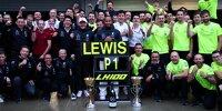 Die Mercedes-Crew feiert den 100. Formel-1-Sieg von Lewis Hamilton