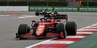Carlos Sainz (Ferrari SF21) vor Lance Stroll (Aston Martin AMR21) beim Formel-1-Rennen von Russland in Sotschi 2021