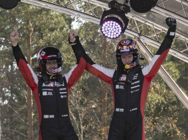 Elfyn Evans und Scott Martin bejubeln den Sieg bei der Rallye Finnland 2021