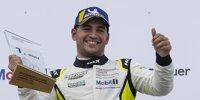 Ayhancan Güven bejubelt seinen Sieg im Porsche-Carrera-Cup auf dem Sachsenring 2021