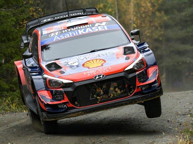 Ott Tänak im Hyundai i20 WRC bei der Rallye Finnland 2021