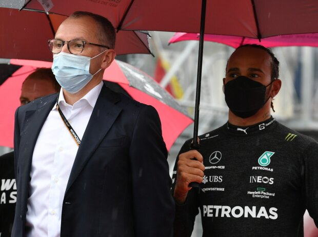 Formel-1-Boss Stefano Domenicali und Mercedes-Pilot Lewis Hamilton