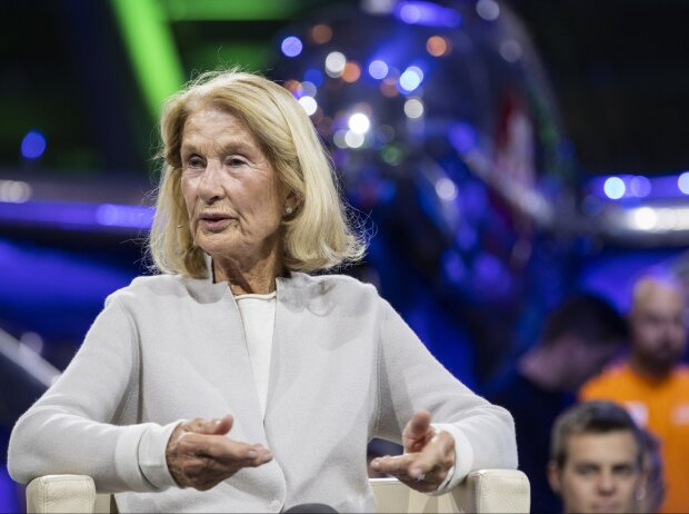 Jochen Rindts Witwe Nina Rindt zu Gast bei ServusTVs Sport und Talk aus dem Hangar-7 in Salzburg am 4. Oktober 2021