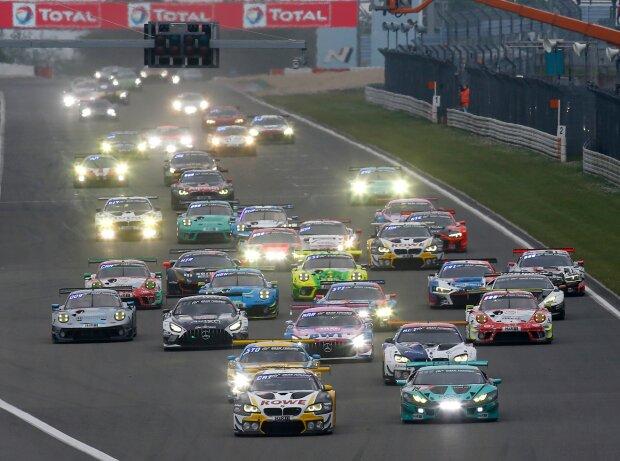 Start zum 24h-Rennen Nürburgring 2021