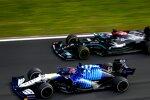 George Russell (Williams) und Lewis Hamilton (Mercedes)