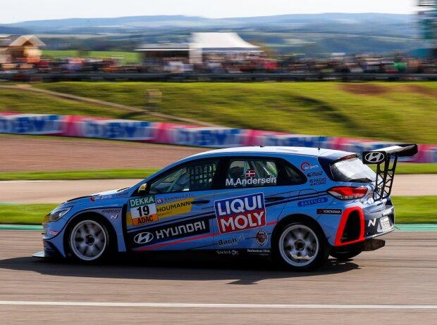 Martin Andersen im Hyundai i30 N TCR auf dem Sachsenring