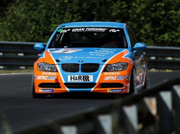 Christopher Rink, Danny Brink und Philipp Leisen auf ihrem BMW 325i in der VLN/NLS 2021