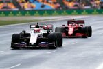 Nikita Masepin (Haas) und Charles Leclerc (Ferrari)