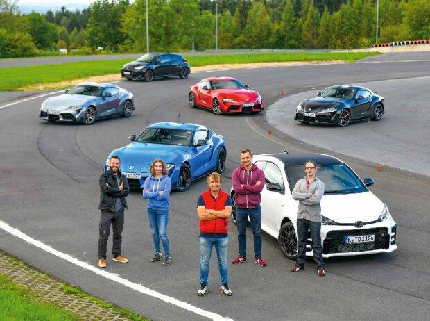 AUTO BILD und Toyota Gazoo Racing bringen zusammen mit Profi-Rennfahrer Christian Menzel (Mitte) einen Leser in Richtung Poleposition. Aus Hunderten Bewerbern haben sich Robert Kriesch (links), Ina Schindelmann, Max Eyck (Zweiter von rechts) und Adrian Le