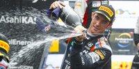 Thierry Neuville versprüht nach dem Sieg bei der Rallye Spanien 2021 Champagner