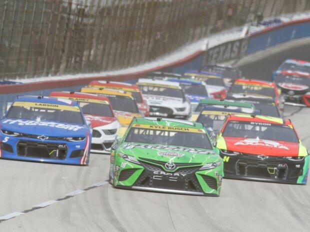 NASCAR-Action auf dem Texas Motor Speedway in Fort Worth